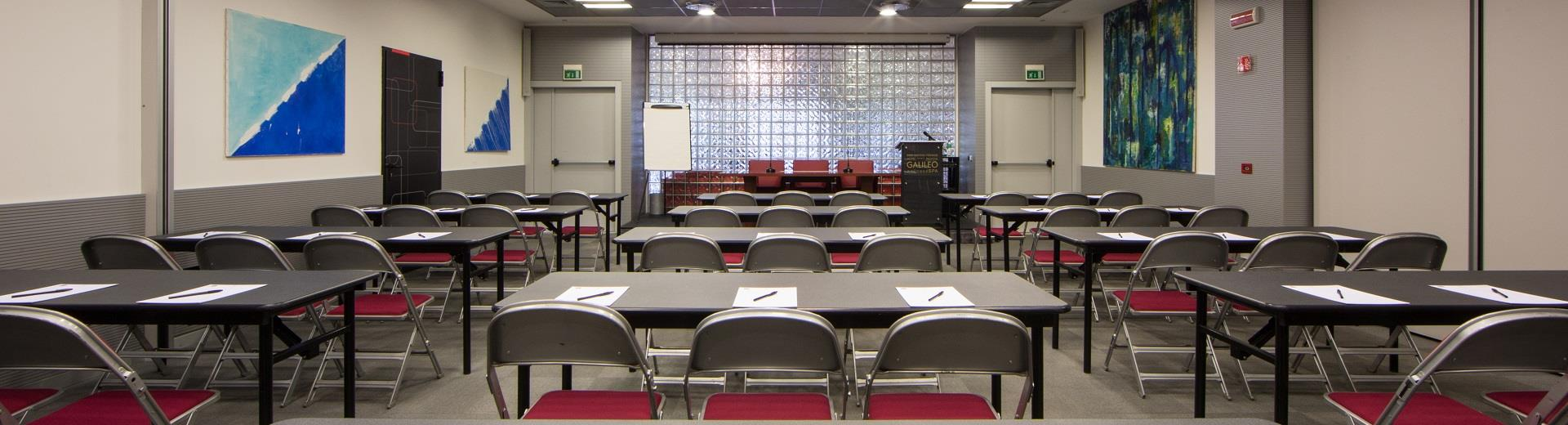 Spacious and equipped meeting rooms in Padua